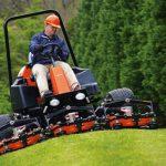 Prednosti rotacijske kosilnice pri oskrbi travnika